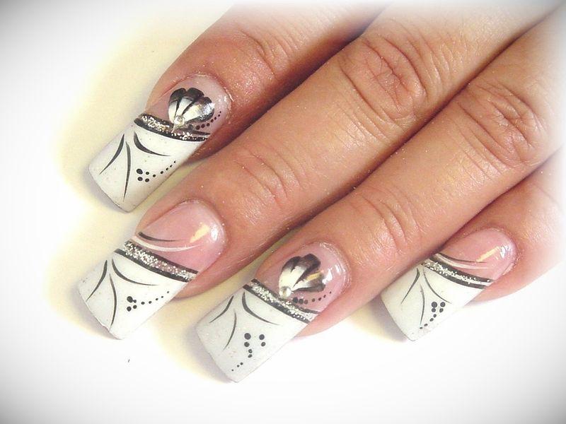 на красивый рисунком с лак ногтях