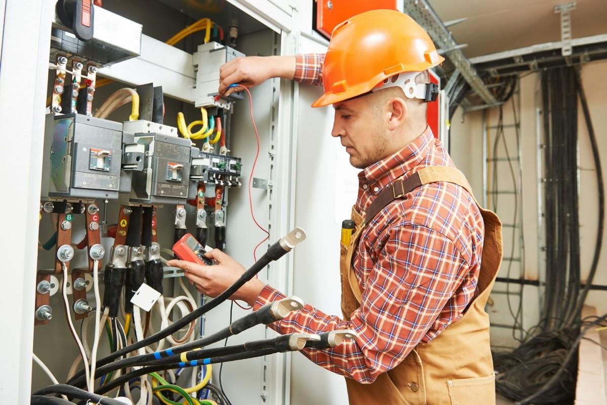 которых при работа электрика сутки трое в москве как заработать
