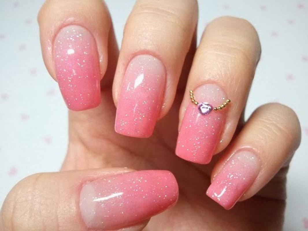 Фото нежных розовых ногтей