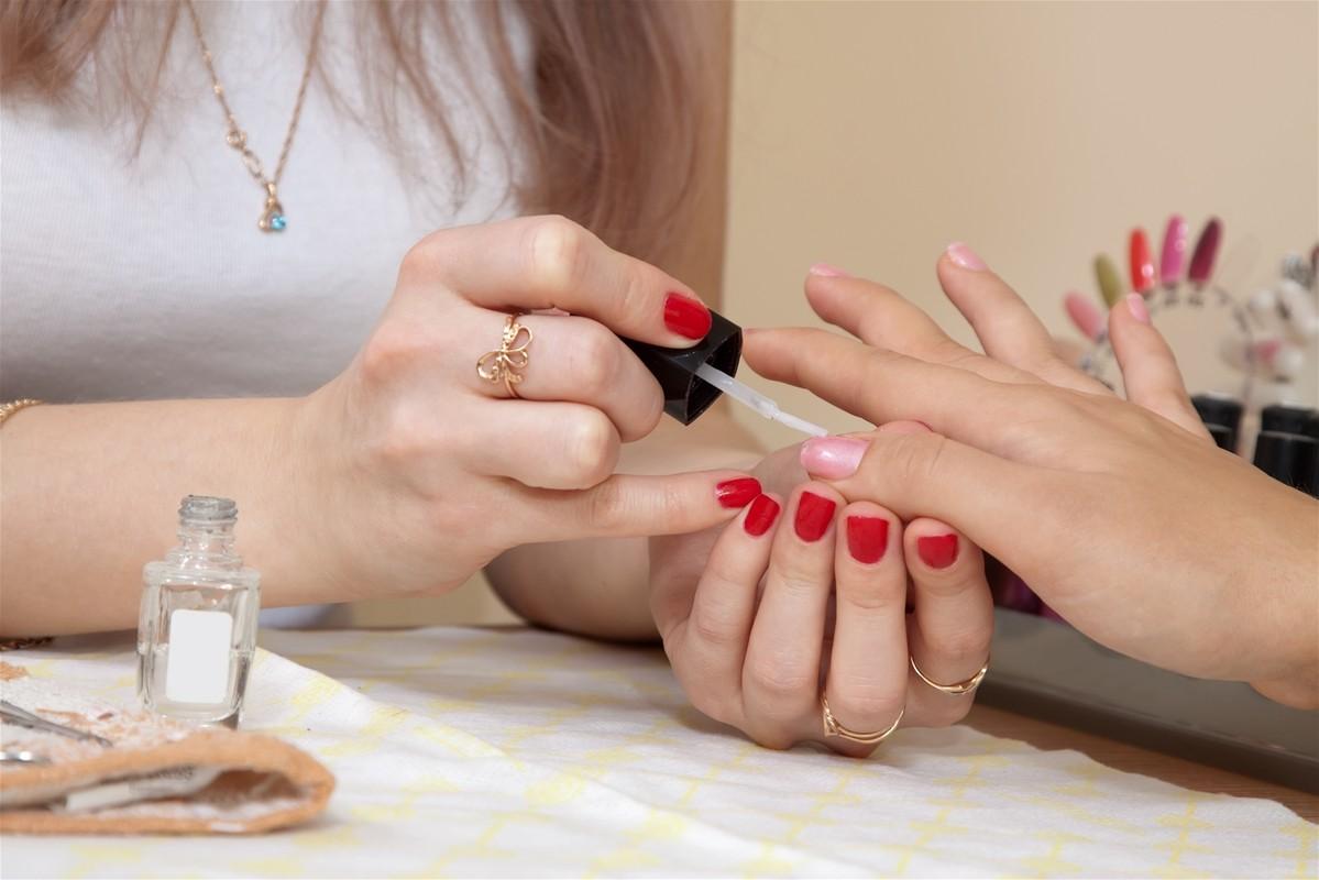 Плюсы и минусы мастера ногтевого сервиса